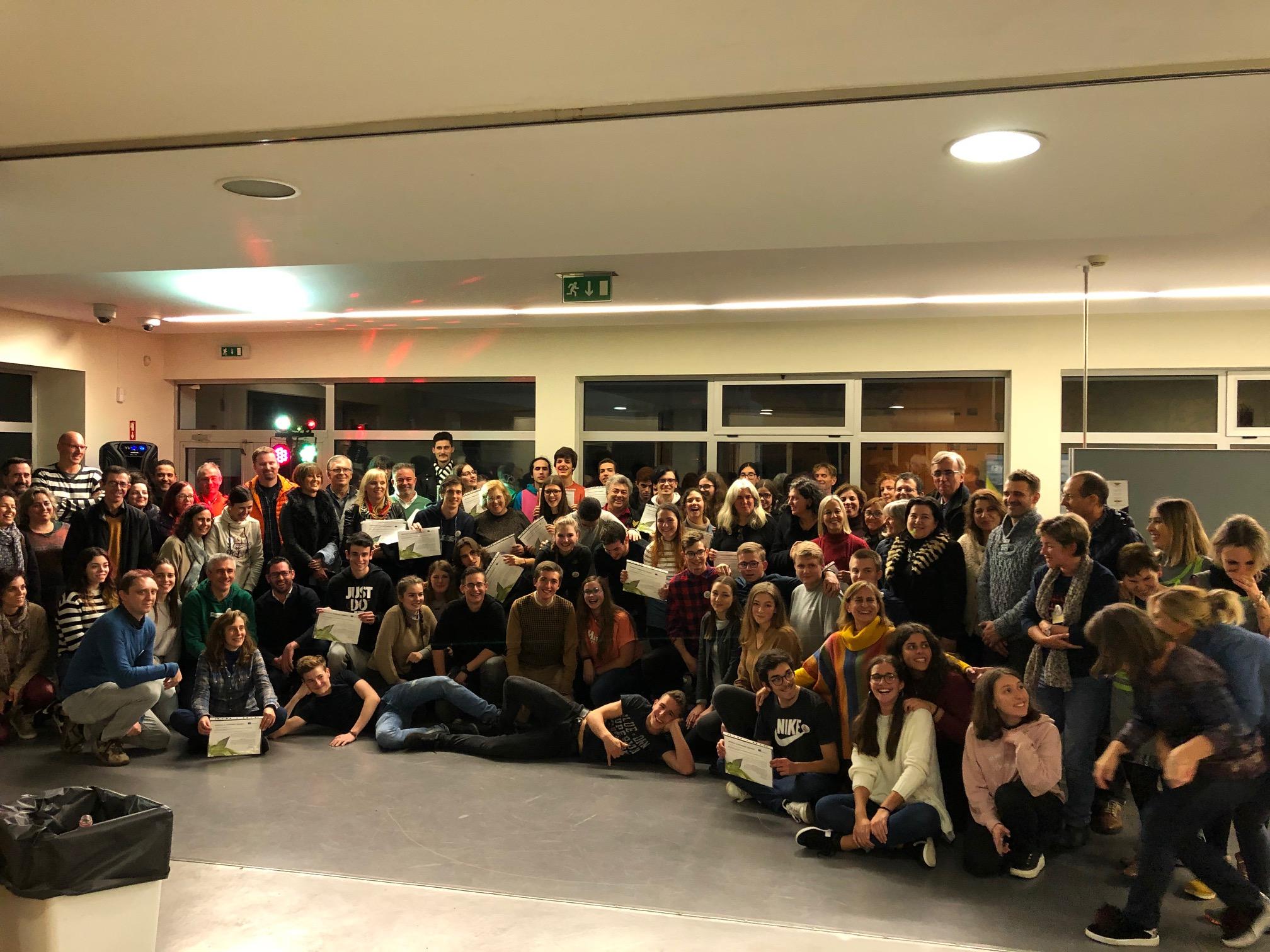 Foto de grupo (alunos, professores, assistentes e pais)